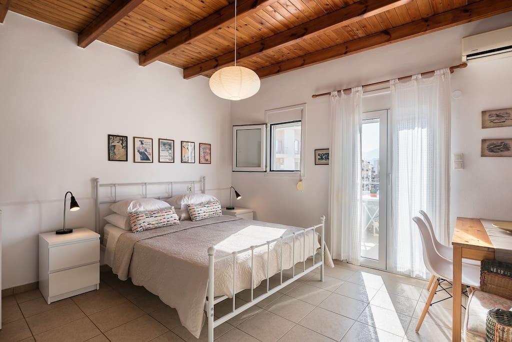 Double bedroom/Anatomic Mattress/Bedsides+Night Lamp/
