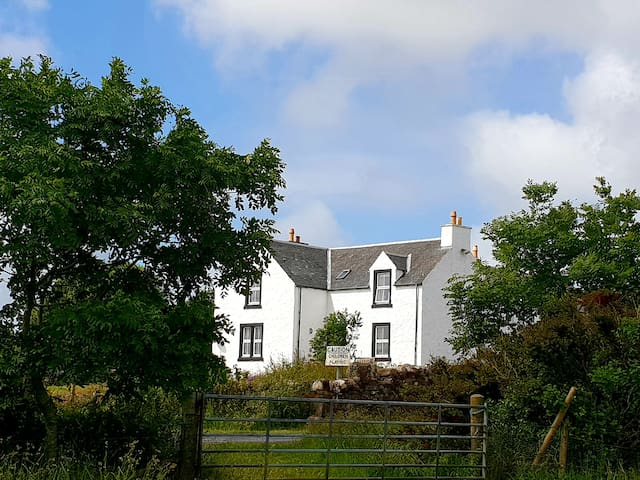 Persabus Farmhouse bed and breakfast, Islay (2)