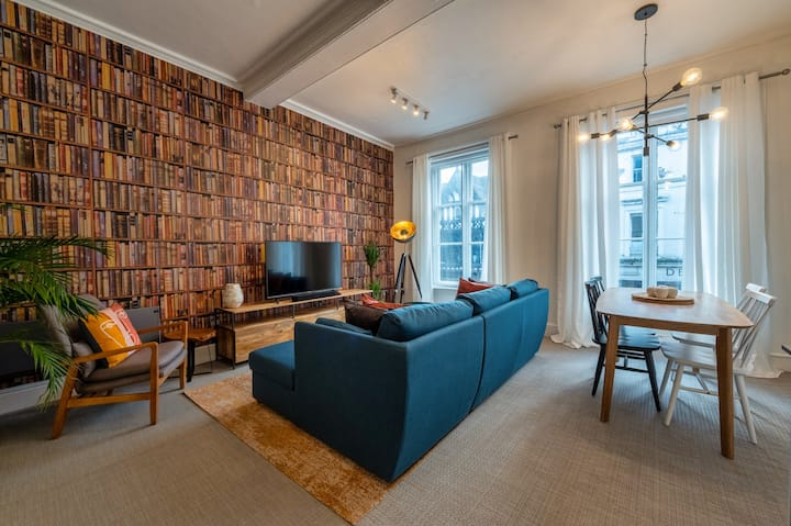 Luxury Apartment on the Historic Rows
