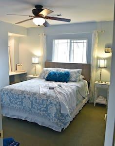 Grandview Inn B & B  Blue Sky Queen Room