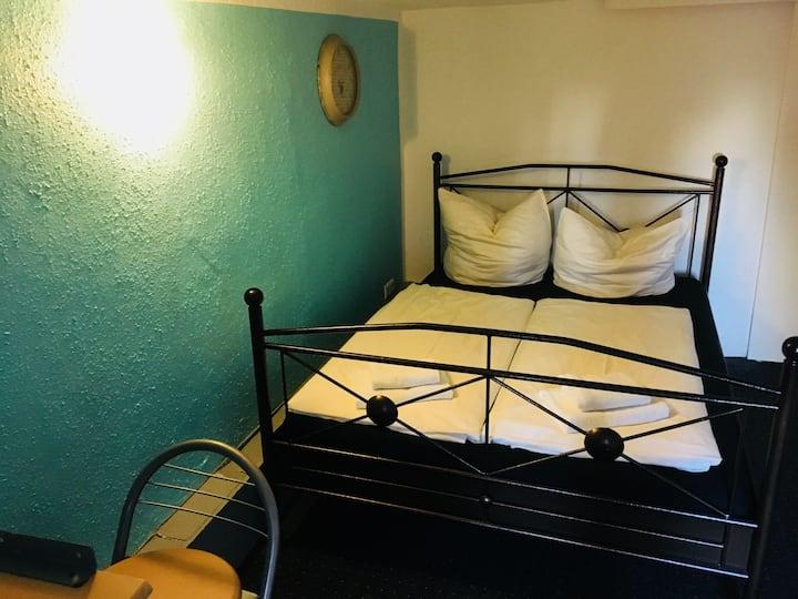 Zimmer - Nr. 1  -  klein aber fein - 1,80 m
