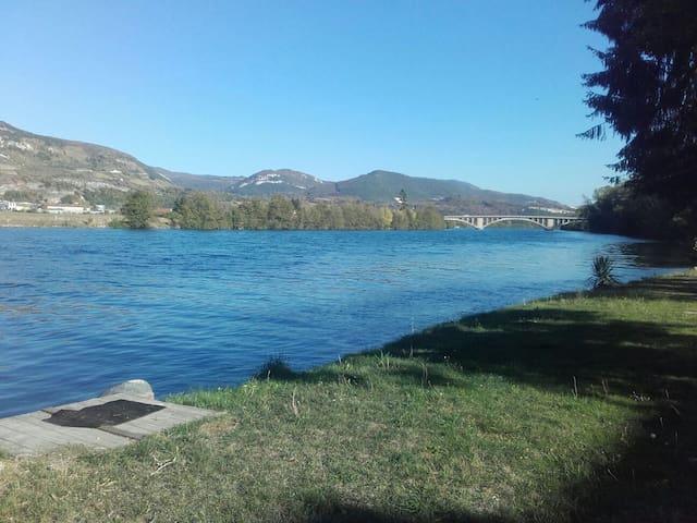 Logement entier nature au bord de l'eau.Bugey cnpe