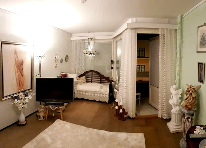 Beautiful and comfortable room middle of the Town