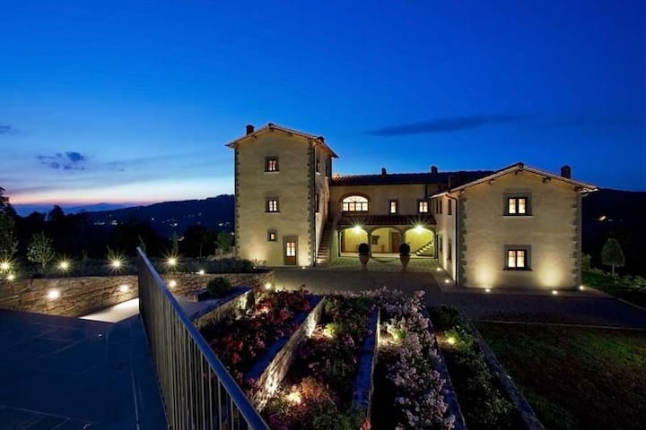 BREATHTAKING 9BD-7BA VILLA IN TUSCANY W/POOL!