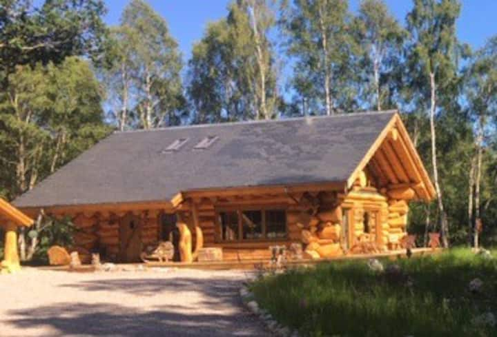 Caledonian Cabin + Hot Tub