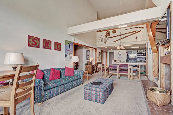 2 Bedroom Condo in the Pines with Panoramic Views of the Ten Mile Range!