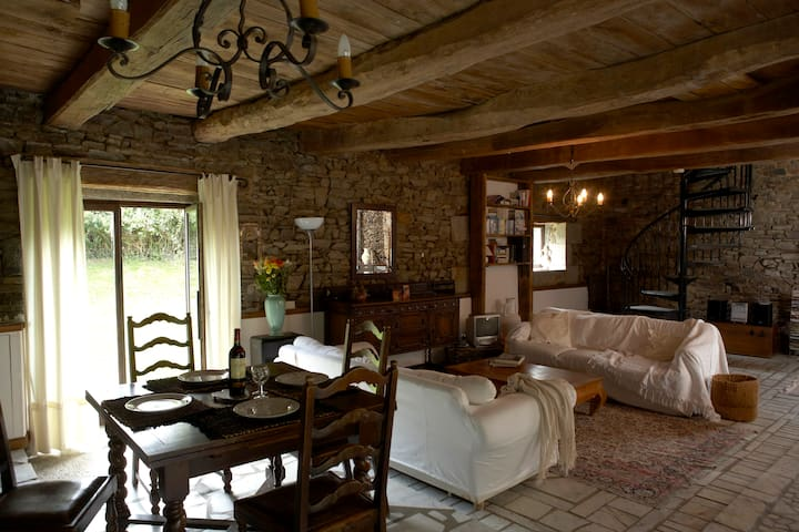 Converted 300 year old Barnhouse in Rural Brittany - Vieux-Viel - Hus
