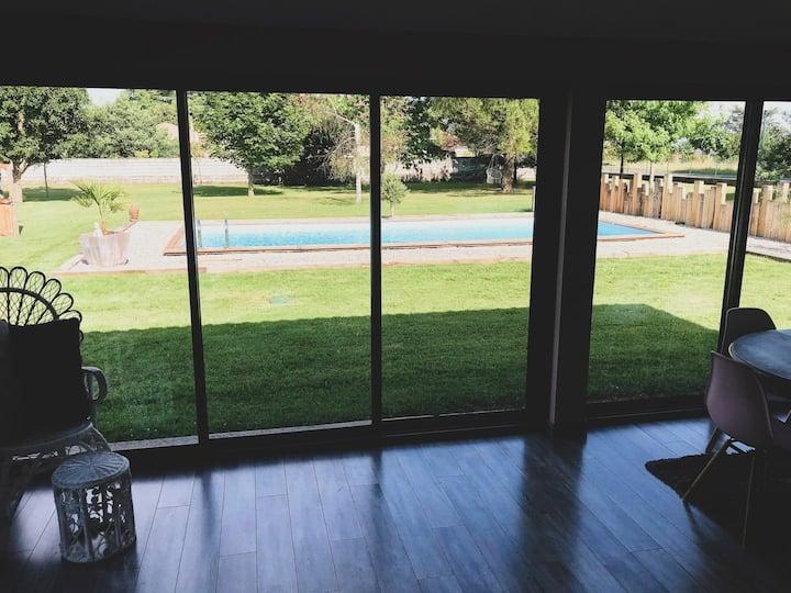Maison de vacance en bordure de rivière + piscine
