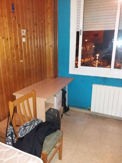 Habitacion exterior con t.v.  calefacción y totalmente amueblada