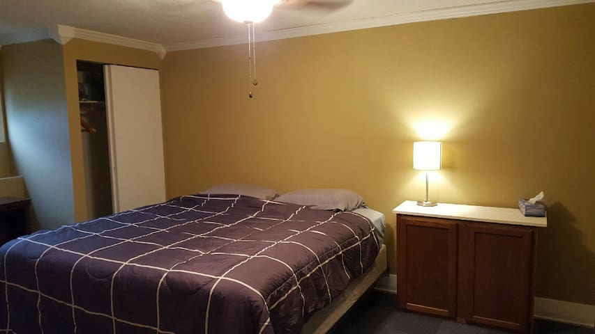 Accessable and affordable stay! - Bloomington - House