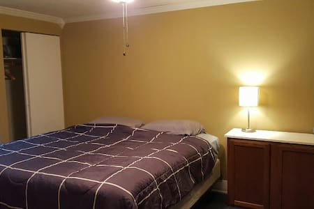 Accessable and affordable stay! - Bloomington - Hus