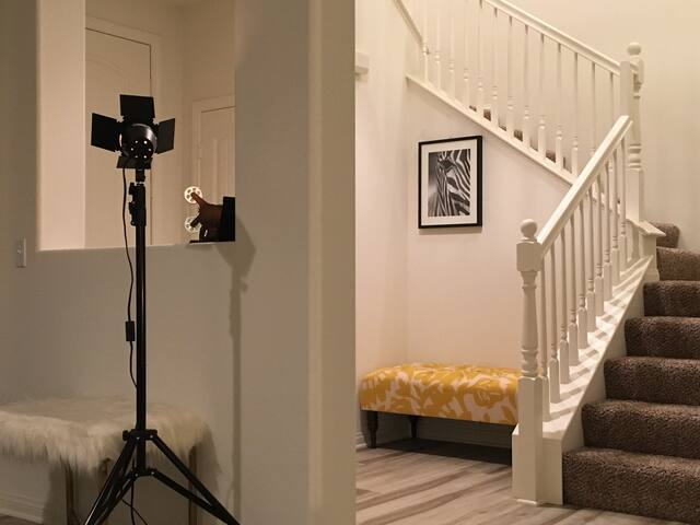 Victoria modern nice Room 獨立房間 摩登時尚精品住宅 - Онтарио - Дом
