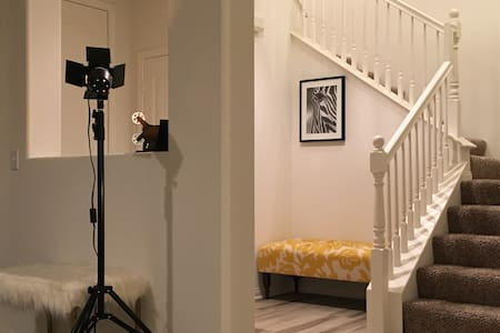 Victoria modern nice Room 獨立房間 摩登時尚精品住宅 - ออนแทรีโอ - บ้าน