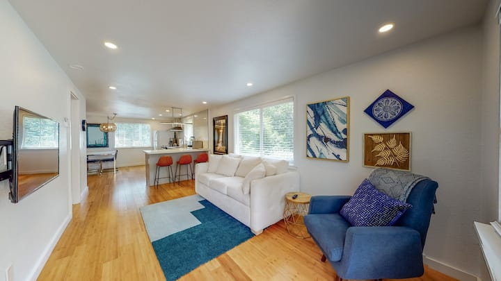 Convenient, Clean & Modern 1BR Redwood Park Home