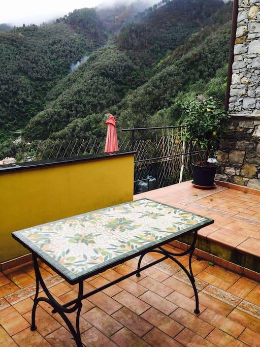 Terrazo vista vallata di Levanto dove pranzare prendere il sole o contemperare il tramonto