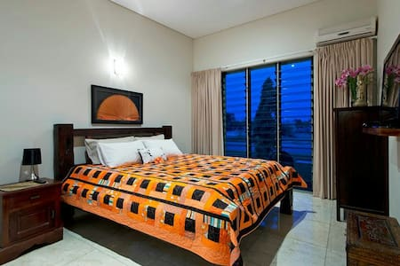 Two Rooms Waterfront close to CBD - Bayview - House