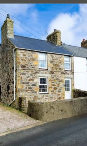 Lovely Cottage. Large dog friendly rear garden.