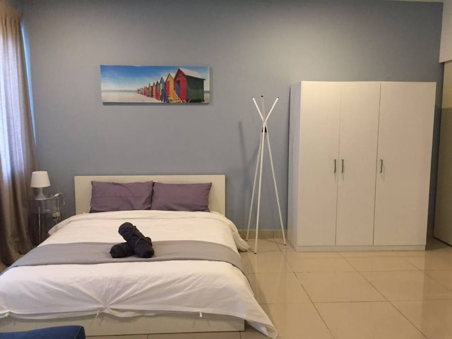 1 Queen bed in the room with wardrobe