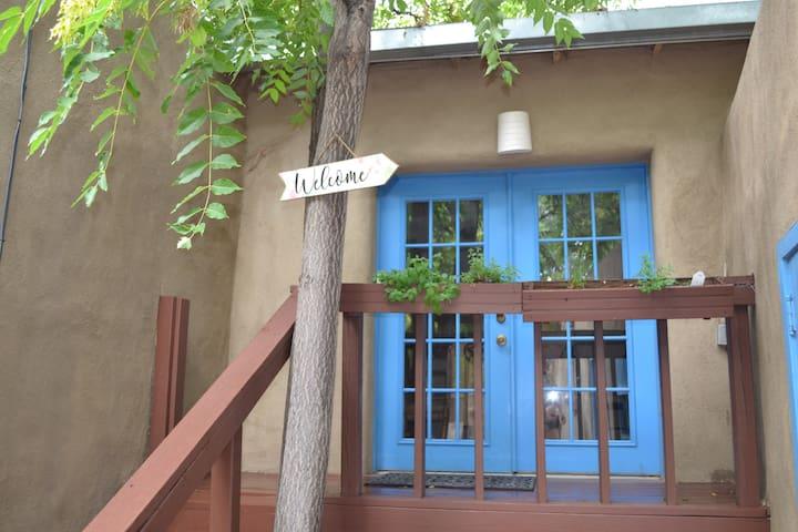 Quaint Historic Home near Plaza