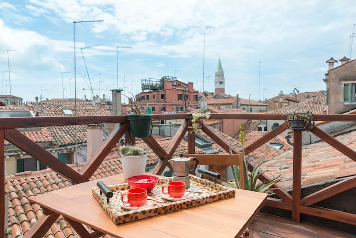 Panoramic roof terrace heart  of Venice