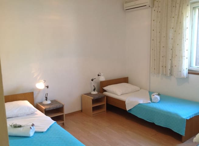 Quiet Apartment rooms for two, near the centre