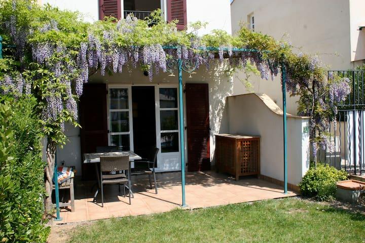 Sunny house in village nr St Tropez - La Môle - Casa