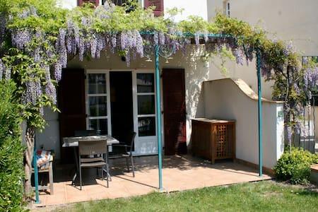 Sunny house in village nr St Tropez - La Môle