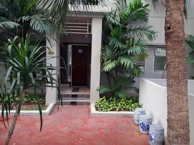 Apt 3 bedroom Central Park Swimming Pool Front