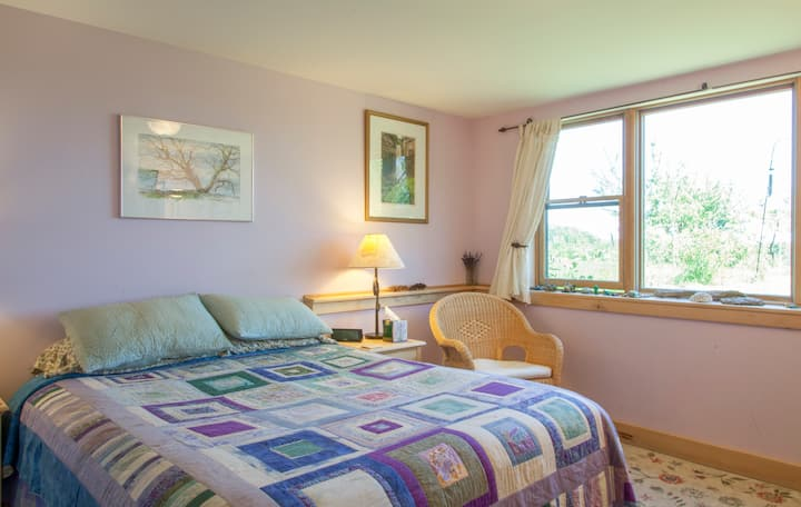Peaceful B&B close to town - Lavender Room