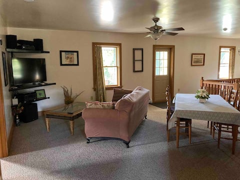 Spacious, Well Appointed 3rd Floor Suite w/Deck
