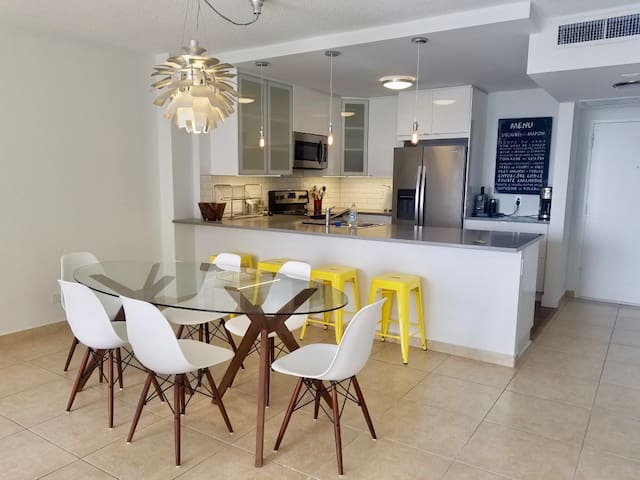 Apartment on the Beach with Free Parking