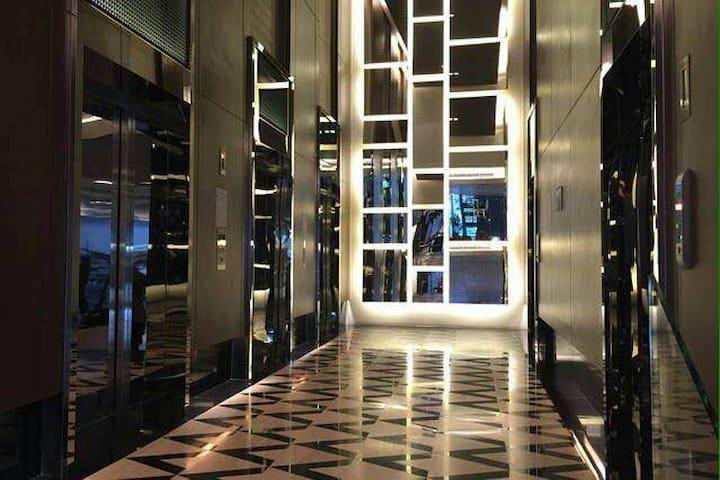 Entire studio Apt,Wifi,PoolClose to BTS/MRT Nana - Bangkok - Apartemen