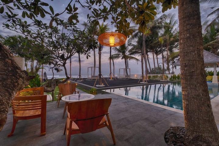 70% OFF! Spacious Beachront Villa for 10 Pax