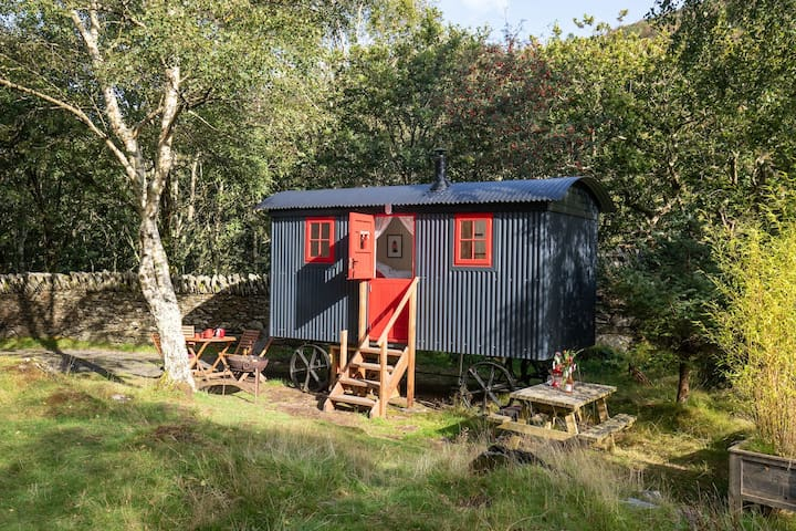 Stylish shepherd's hut in stunning location