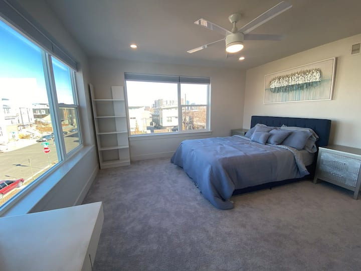 Jeff Park/LoHi LARGE Private Bedroom