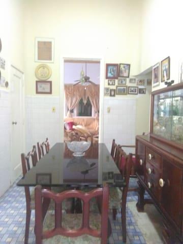 Habitación muy cerca del Malecón Habanero  (wifi c