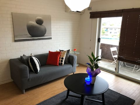 Bright and Breezy One Bedroom Cozy Flat.