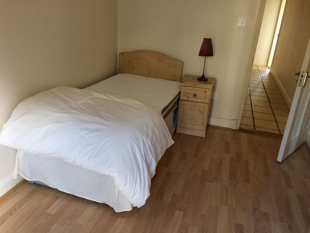 Beautiful Single Room in Galway - Salthill - Huoneisto