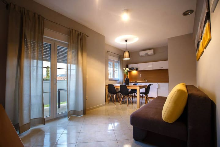 Bellevue - Family room incl. HB for 2 AD and 2 CH - Lopar - Rumah
