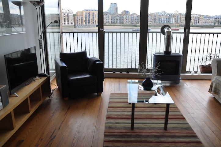 2B stylish flat, panoramic views of River Thames