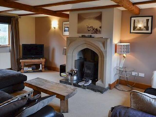 Detached Character house sleeps 8/10 Peak District