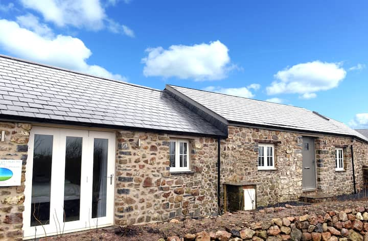 Converted Barn, Rural Views, Luxury Cottage