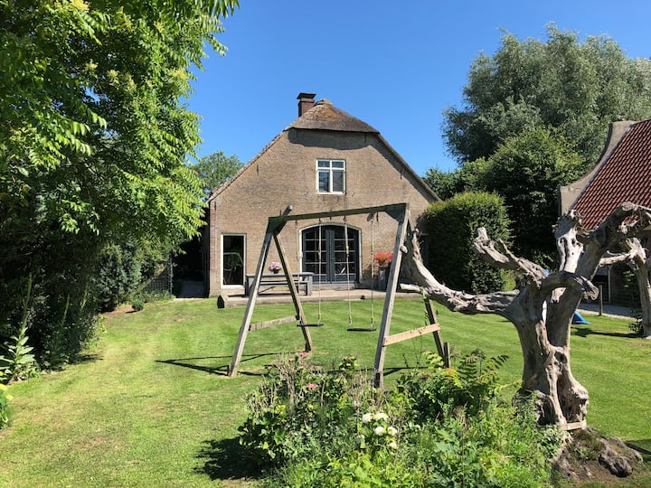 Spacious detached farmhouse 10 p. near Gouda