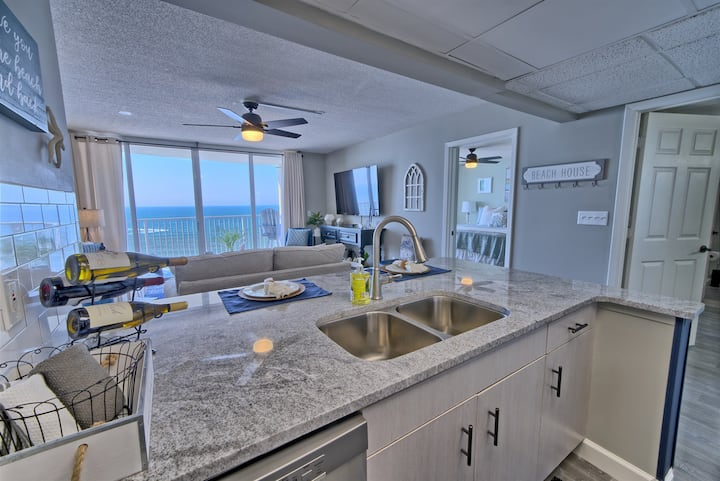 Long Beach Resort 702~Gulf Front~Double Balcony~Sleeps 5