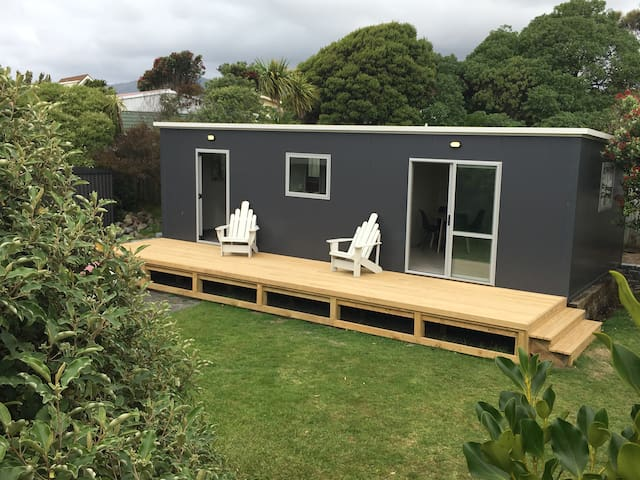 Backyard Beach Bach - Waikanae - Kabin
