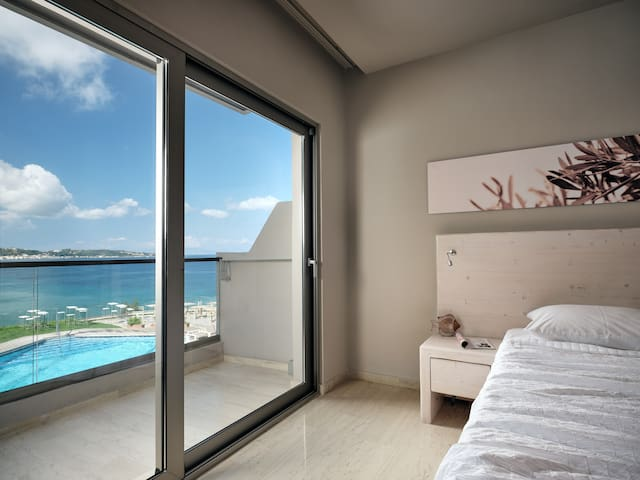 Deluxe Double / Twin Room | Panoramic View [22 m²]