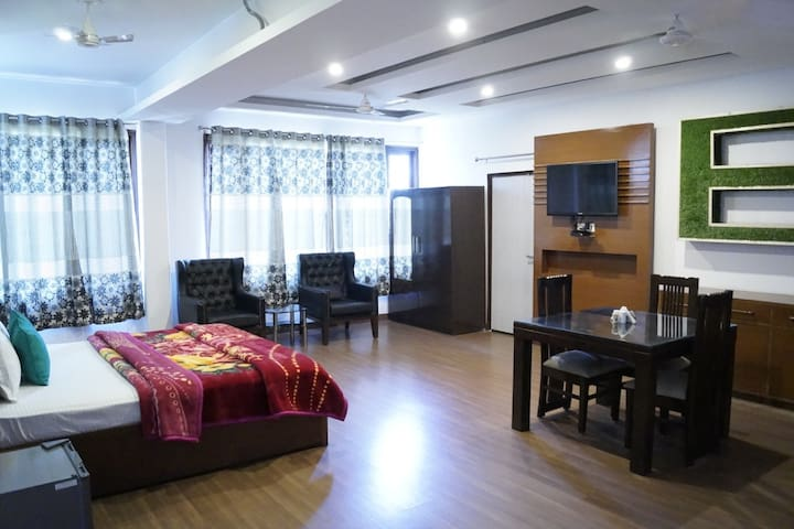 Super Deluxe Room Without Balcony Hotel Bliss