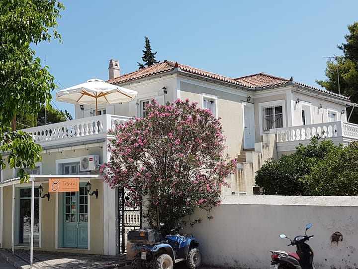 Chez Georges. Feel at home in Spetses. Enjoy life!