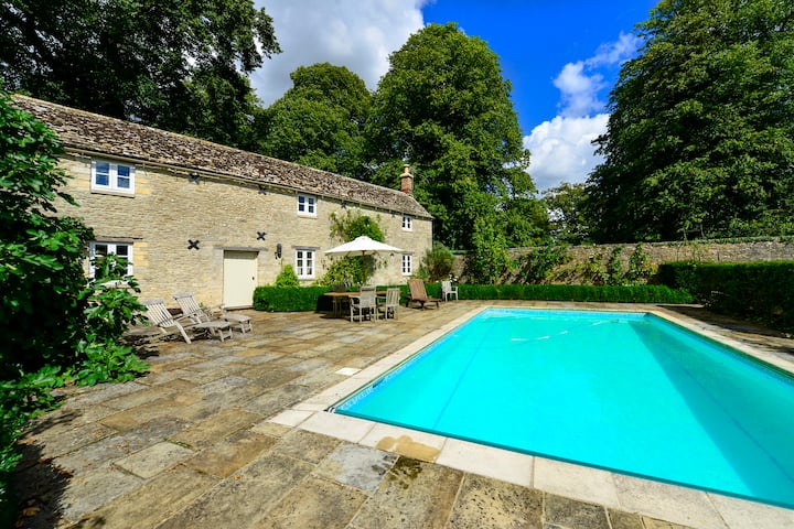 Cotswold Village Cottage