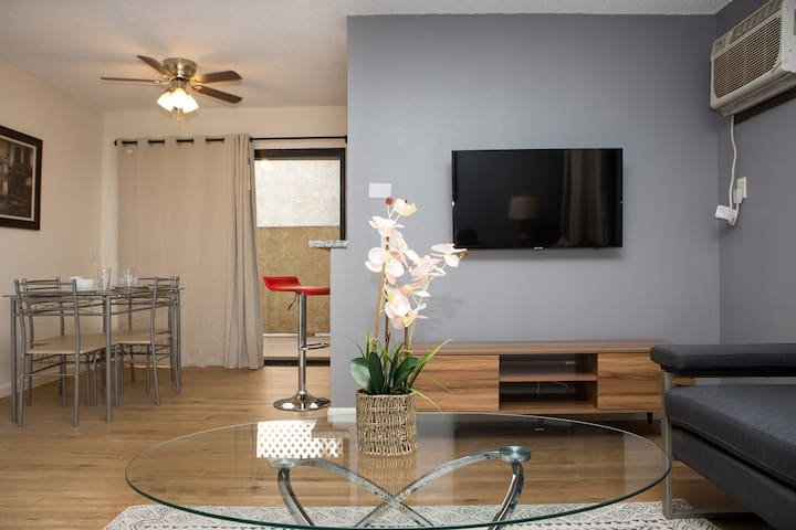 Marvelous Hollywood One Bedroom - Fully Furnished